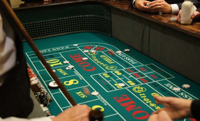 17-Year-Old Wins $300k Playing Craps At Casino, Looking For Someone To Cash In His Chips