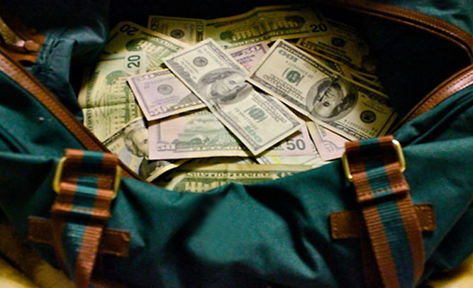 Gym Bags Filled With Cash Hidden In Chicago, Residents On City-Wide Scavenger Hunt