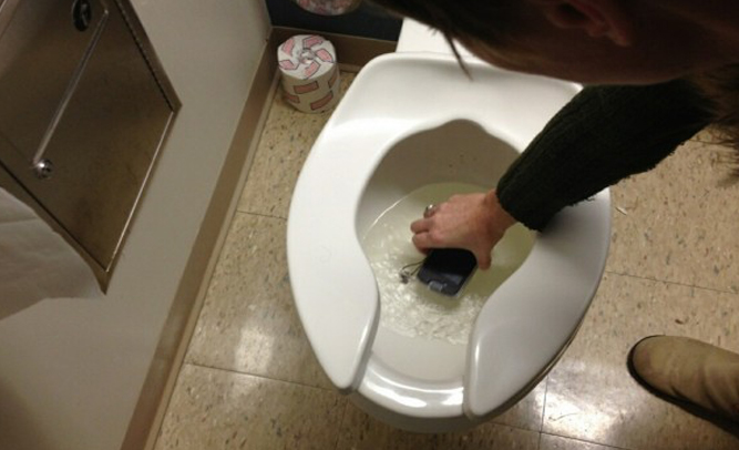 Woman Suffers Severe Rectum Burns After Cell Phone Falls In Toilet, Shorts Out -8225